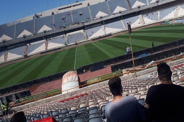 بازارسیاه بلیت در اطراف استادیوم، طرفداران قلیانی منتظر آغاز بازی!