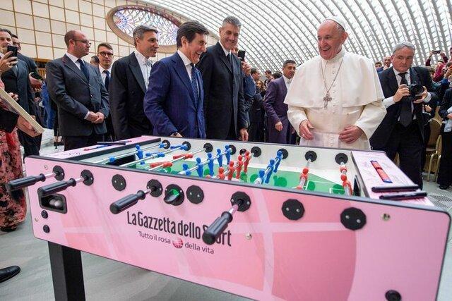 انتقاد پاپ فرانسیس از پرداخت های کلان به فوتبالیست ها