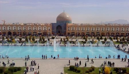 میراث فرهنگی برنامه ای برای حذف حوض مرکزی میدان نقش دنیا اصفهان ندارد