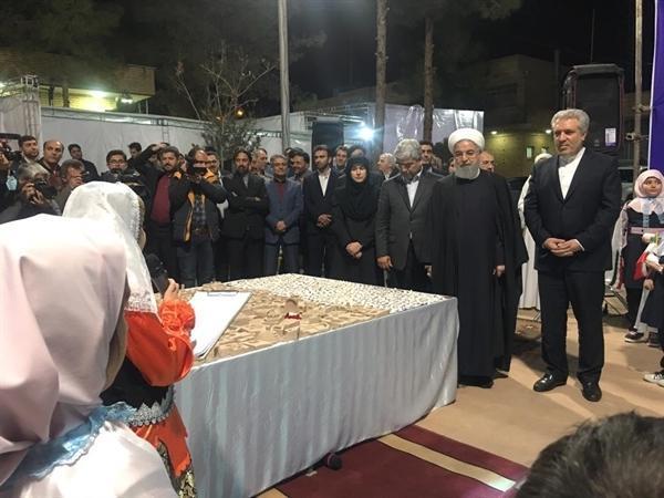 پرواز پرنده های صلح صنایع دستی از آسمان سمنان با حضور رئیس جمهوری