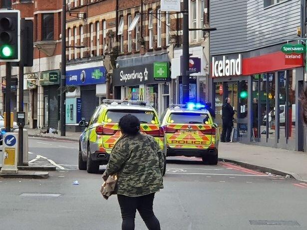 پلیس لندن مردی را پس از حمله با چاقو از پای درآورد