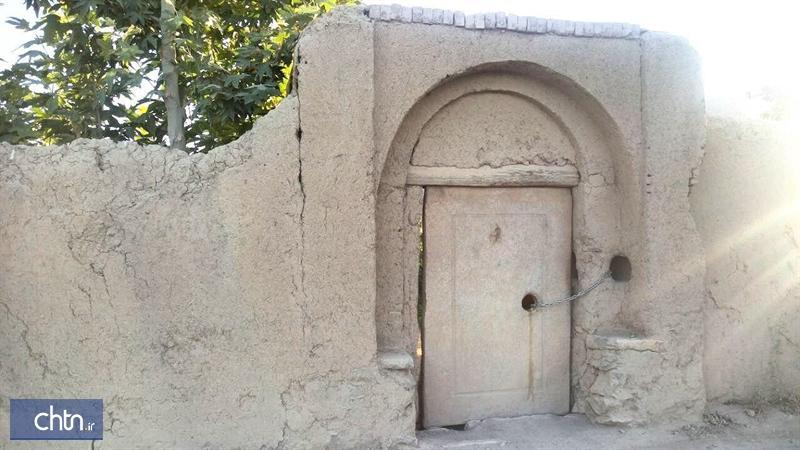 حفاظت از 800 در سنگی باغ های تاریخی تیران و کرون