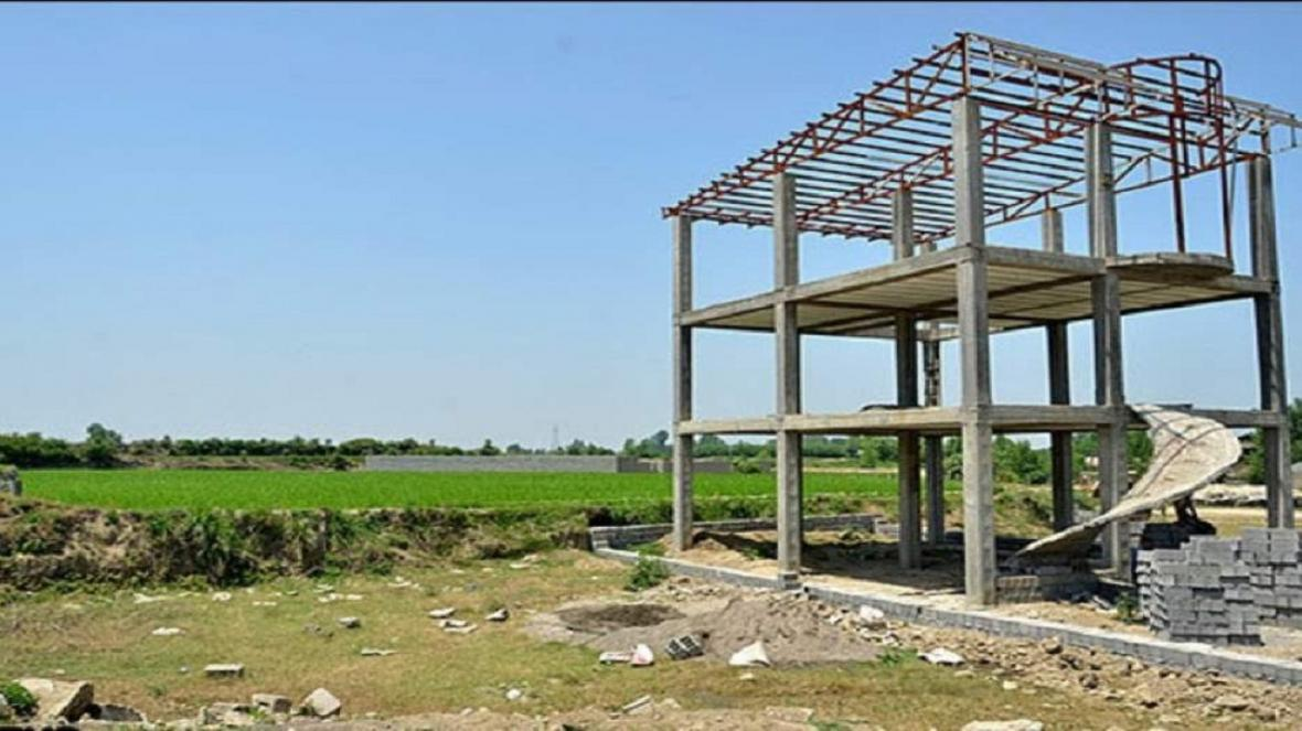 قلع و قمع 25 مورد ساخت ساز در اراضی کشاورزی نظرآباد