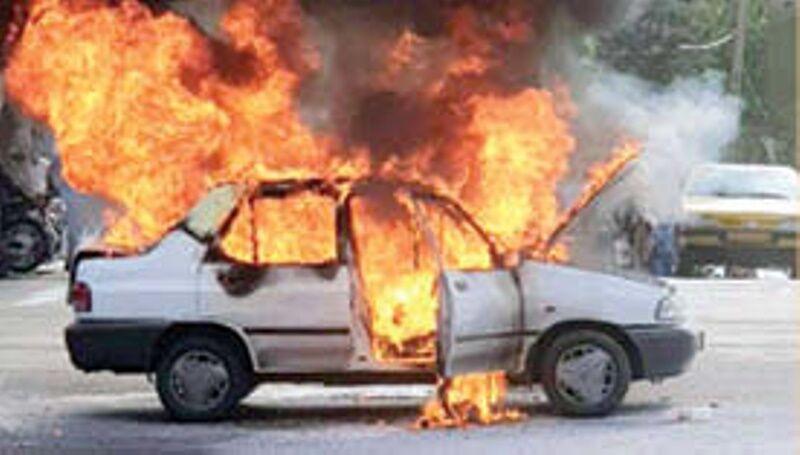 خبرنگاران خودرو پراید در مهریز آتش گرفت