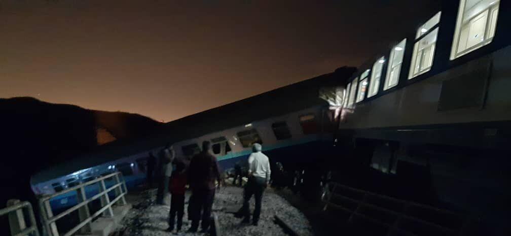 قطار همدان - مشهد از ریل خارج شد