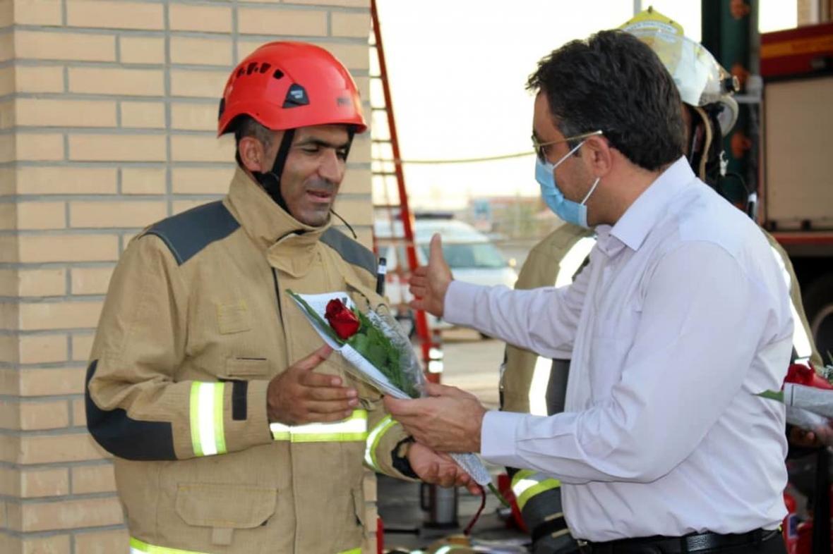 تجلیل از پرسنل اداره ایمنی و آتش نشانی بیدبلند خلیج فارس