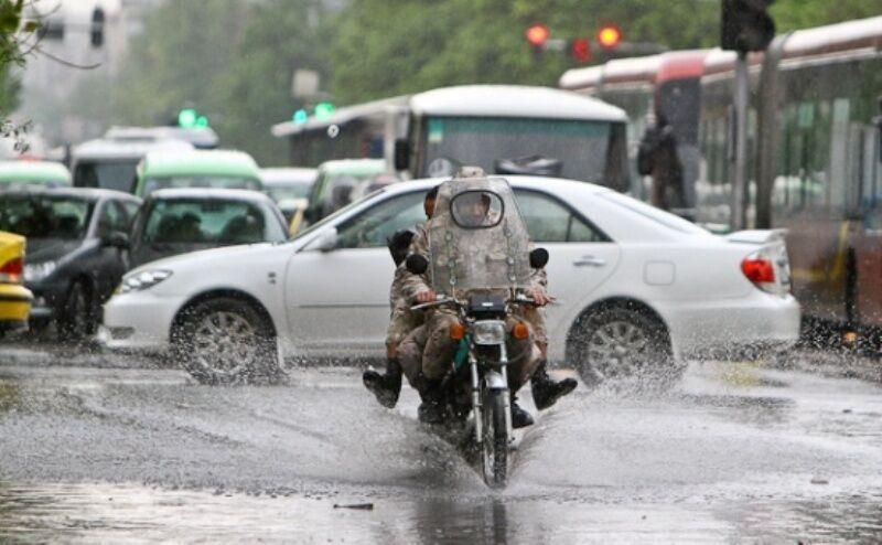 خبرنگاران تردد موتورسواران تهرانی در روزهای بارانی ممنوع است