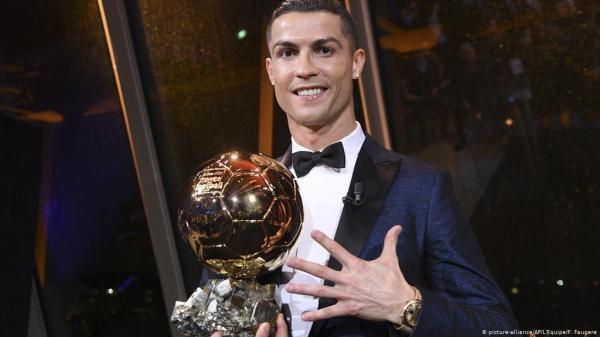 واکنش کریس رونالدو به قرار دریافت در تیم منتخب تاریخ فرانس فوتبال