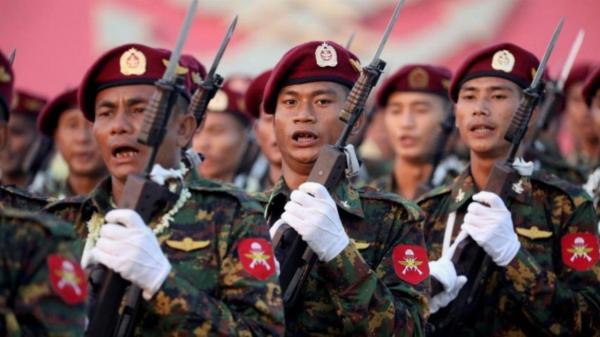 استقرار خودرو ها و نیرو های نظامی در خیابان های میانمار