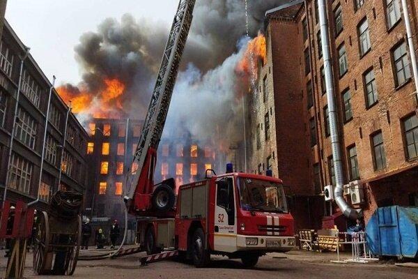 آتش سوزی گسترده در سن پترزبورگ روسیه، 4 نفر کشته و زخمی شدند