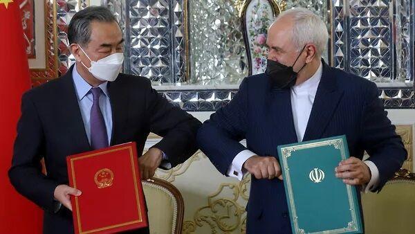 خبرنگاران ظریف از سند 25 ساله سخن گفت، همه با هم برای سربلندی ایران