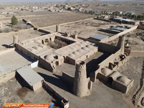 بازسازی بنای تاریخی چهاربرجی یزدان آباد زرند شروع شد